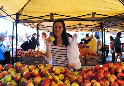 K with honeycrisp apples at the Baltimore Farmer's Market