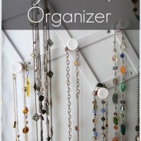 DIY: Dollar Store Jewelry Organizer