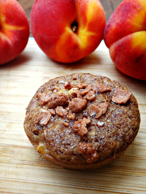 Peach Cobler Muffins with Cinnamon Almond Topping